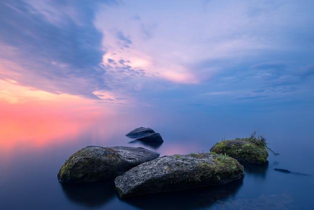 Stenen in de mist