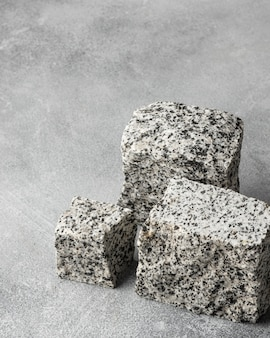 Stenen op tafel