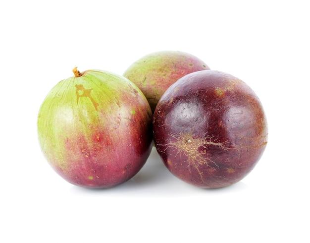 Sterappel, chrysophyllum cainito, noordelijk thais fruit, geïsoleerd.