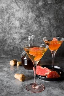 Sterke alcoholische drankcocktail met grapefruit