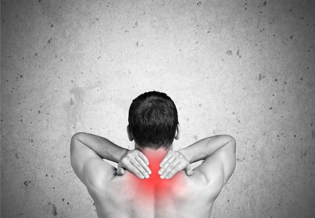 Sterke man met nekpijn, achteraanzicht