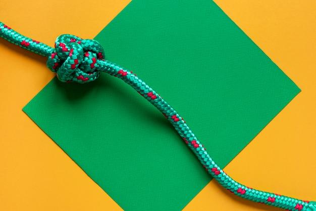 Sterke touwknopen kopiëren ruimte groene kaart