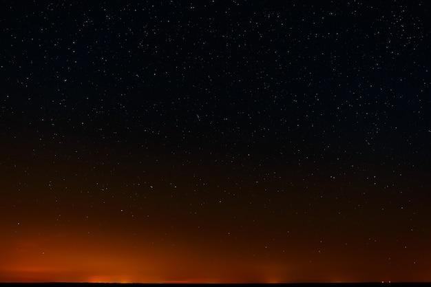 Sterren aan de nachtelijke hemel
