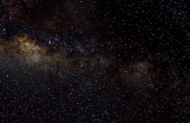 Sterren en melkweg kosmische ruimte hemel nacht universum zwarte sterrenhemel achtergrond van glanzend starfield