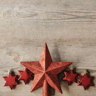 Sterren ornamenten voor kerstmis met kopie ruimte bovenop