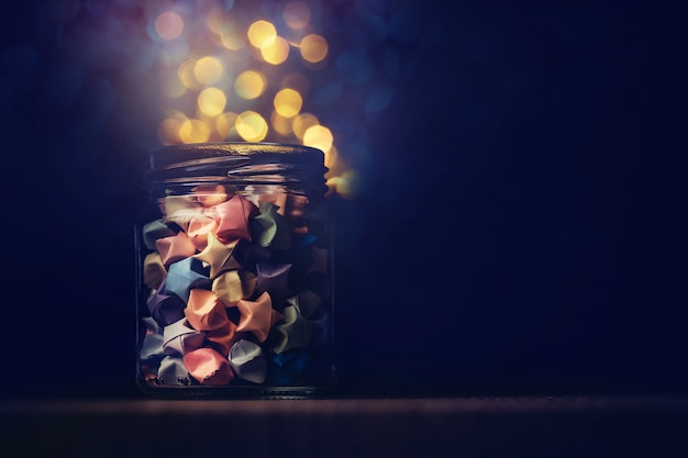 Sterrenorigami in glazen pot met festivallicht