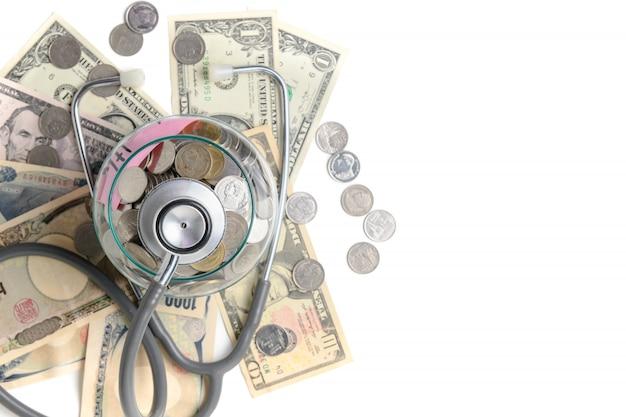 Stethoscoop in een pot bevat munten