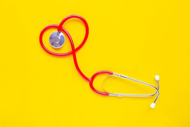 Stethoscoop op gele achtergrond