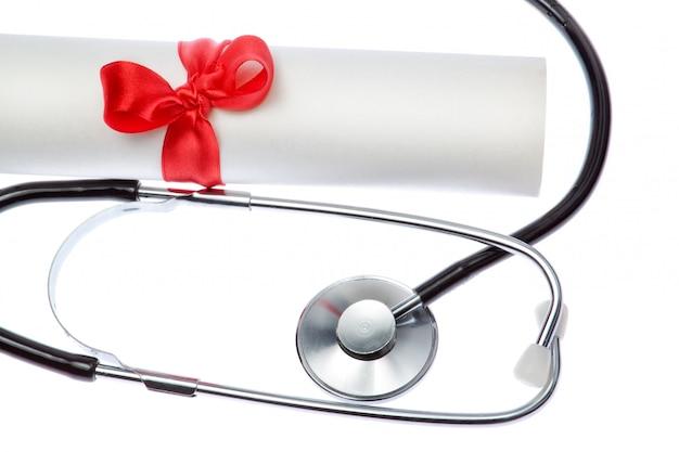 Stethoscoop op wallof certificaat. detailopname.