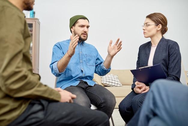 Steungroep die psychologische therapie ondergaat
