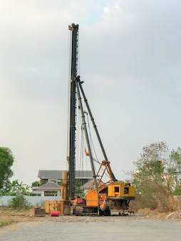 Stichting stapel boormachine in bouwplaats
