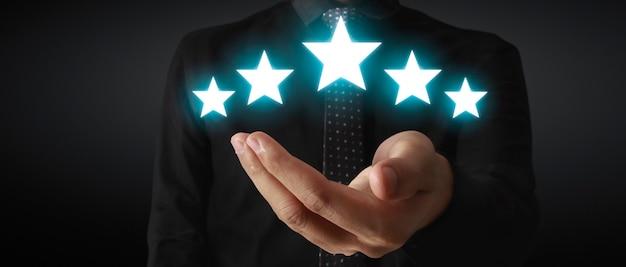 Stijg op het verhogen van vijf sterren in het evaluatie- en classificatieconcept van menselijke hand