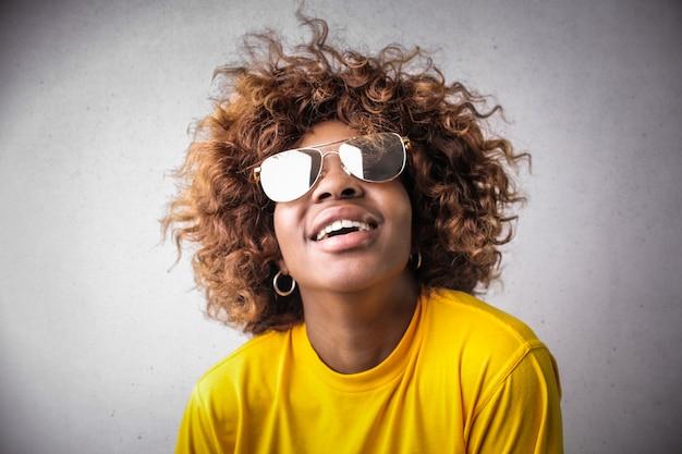 Stijlvol afro-meisje