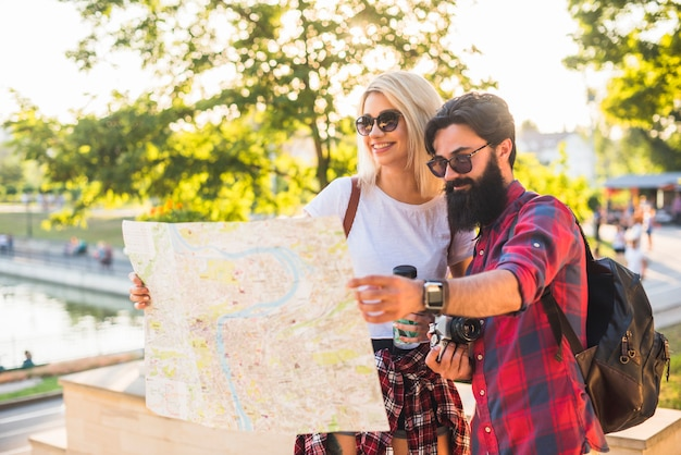Stijlvol paar op vakantie