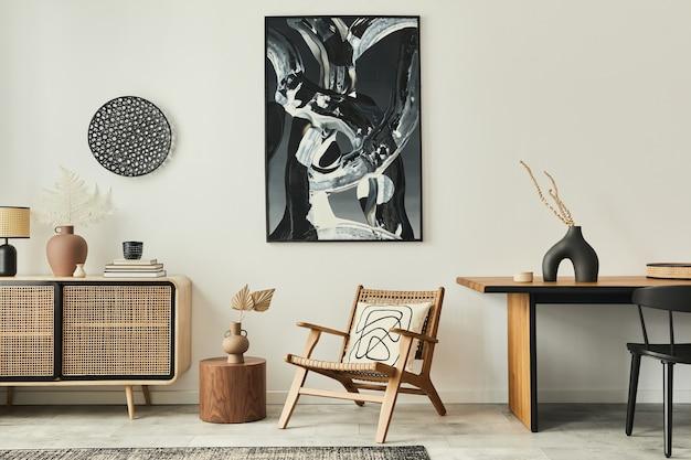 Stijlvol scandinavisch woonkamerinterieur van modern appartement met houten commode, designtafel, stoelen, tapijt, abstracte schilderijen aan de muur en persoonlijke accessoires in uniek interieur..