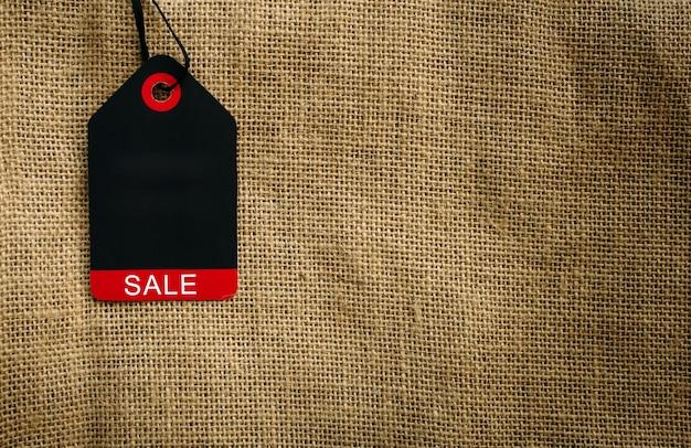 Stijlvolle afbeelding van label op canvas tas met kopie ruimte. concept van de totale verkoop van november, black friday.