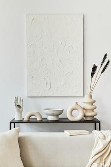 Stijlvolle compositie van creatief woonkamerinterieur met mock-up structuurverf, hoekbank, salontafel, textiel en persoonlijke accessoires. scandinavische klassieke stijl. sjabloon,