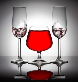 Stijlvolle compositie van drie glazen