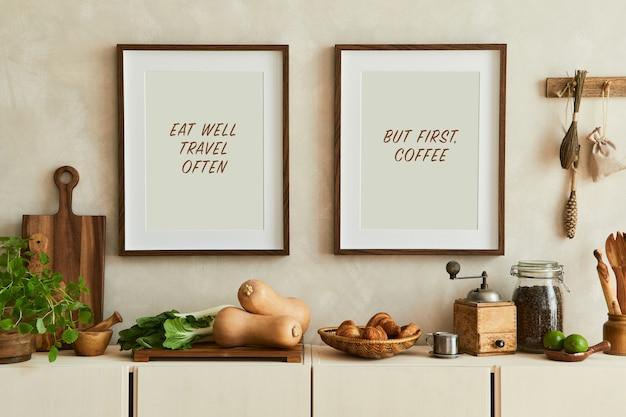 Stijlvolle compositie van modern keukeninterieur met mock-up posterframes, beige dressoir, groenten en retro-accessoires. sjabloon. herfst vibes.