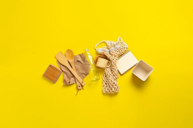 Stijlvolle herbruikbare milieuvriendelijke accessoires, set items plat gelegd