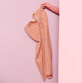 Stijlvolle kleding. zomer geruite broek. garderobe ideeën trend