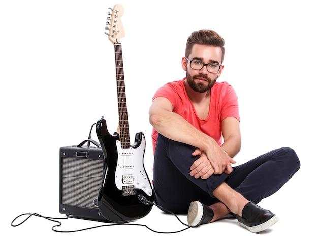 Stijlvolle man met een gitaar