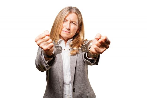 Stijlvolle misdaad zakenvrouw moderne senior