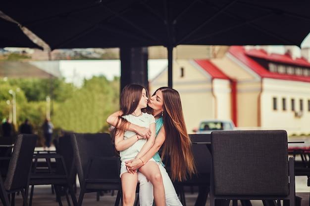 Stijlvolle moeder- en kinderkleding.