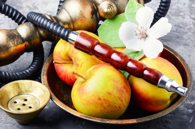 Stijlvolle oosterse shisha met appel