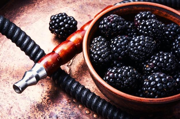 Stijlvolle oosterse shisha met blackberry