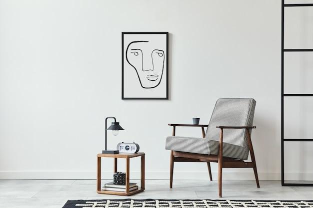 Stijlvolle scandinavische compositie van woonkamer met design fauteuil zwart frame tapijt houten kruk klok decoratie loft muur en persoonlijke accessoires in modern interieur
