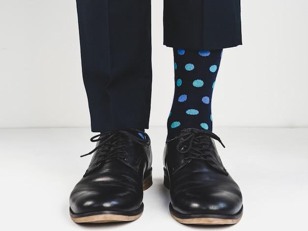 Stijlvolle schoenen en lichte sokken