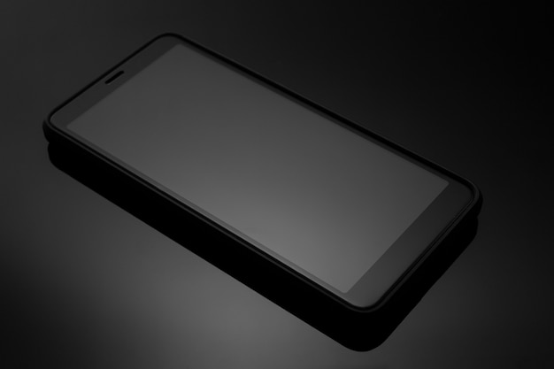 Stijlvolle smartphone op een donkere close-up