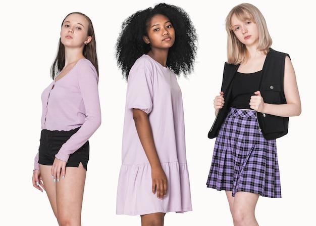 Stijlvolle tienermeisjes in paarse outfit grunge fashion fotoshoot