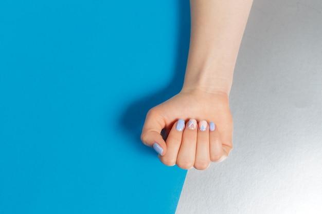 Stijlvolle trendy vrouwelijke manicure