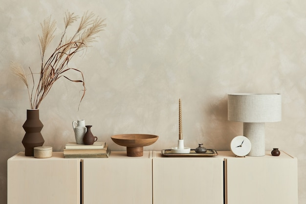 Stijlvolle woonkamer interieurontwerp compositie met kopieerruimte, commode en persoonlijke accessoires. moderne stijl. sjabloon.