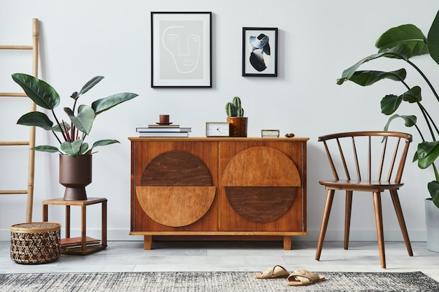Stijlvolle woonkamer met design commode mock-up posterframe en accessoires in modern interieur