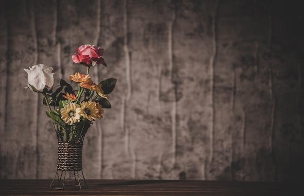 Stilleven met bloemenvazen