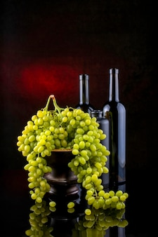 Stilleven met druiven en wijn in glazen