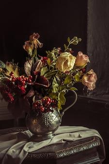 Stilleven met herfstbloemen