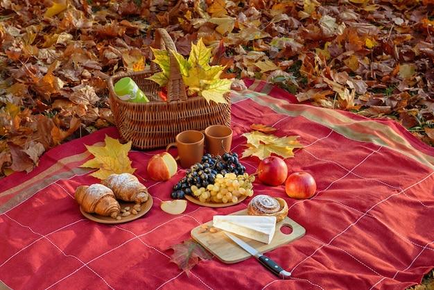 Stilleven met herfststemming van een picknick