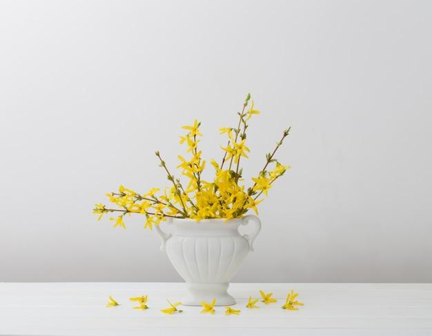 Stilleven met lentebloemen