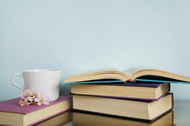 Stilleven met literatuurconcept