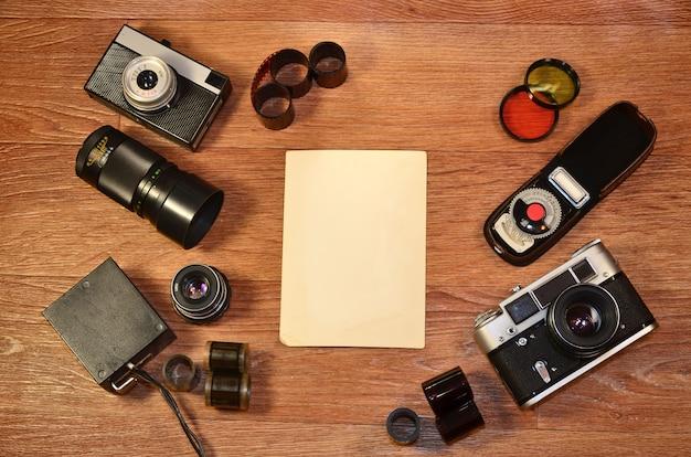 Stilleven met oude fotografie-apparatuur
