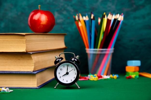 Stilleven met schoolboeken.