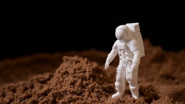 Stilleven ruimte arrangement met astronaut