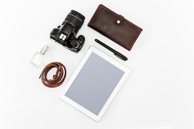 Stilleven van casual man. moderne mannelijke accessoires en laptop