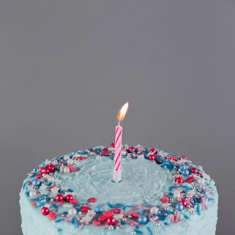Stilleven van smakelijke verjaardagstaart