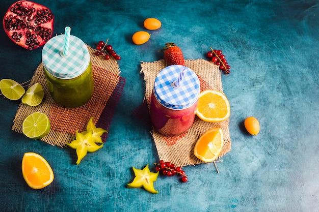 Stilleven van twee gezonde smoothies