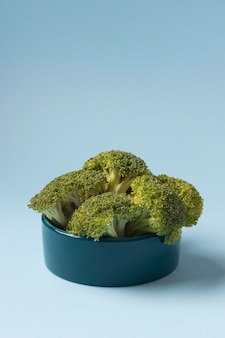 Stillevenbroccoli voor dieren in een kom